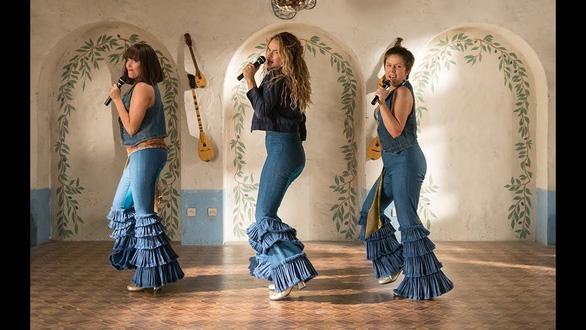 Cher và Meryl Streep tái hợp với Mamma Mia: Here We Go Again - Ảnh 1.