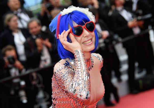 Dàn người đẹp vô danh và phản cảm trên thảm đỏ Cannes - Ảnh 10.