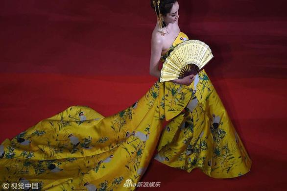 Dàn người đẹp vô danh và phản cảm trên thảm đỏ Cannes - Ảnh 15.