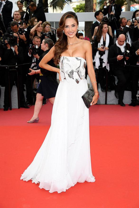 Dàn người đẹp vô danh và phản cảm trên thảm đỏ Cannes - Ảnh 7.