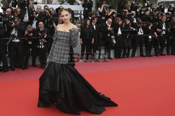 Dàn người đẹp vô danh và phản cảm trên thảm đỏ Cannes - Ảnh 12.