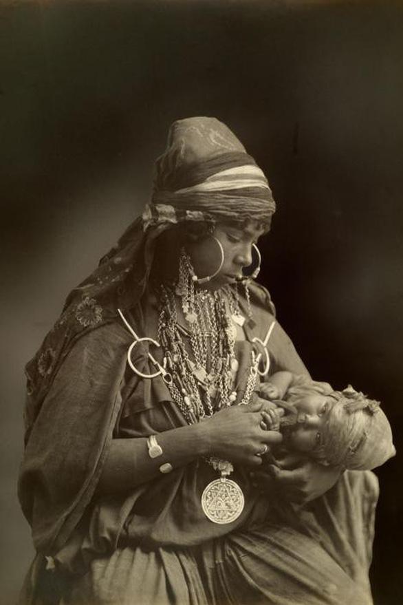 Ngày của mẹ: 100 năm hình ảnh người mẹ qua bộ ảnh xưa - Ảnh 2.