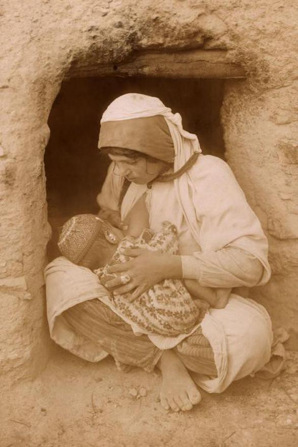 Ngày của mẹ: 100 năm hình ảnh người mẹ qua bộ ảnh xưa - Ảnh 3.