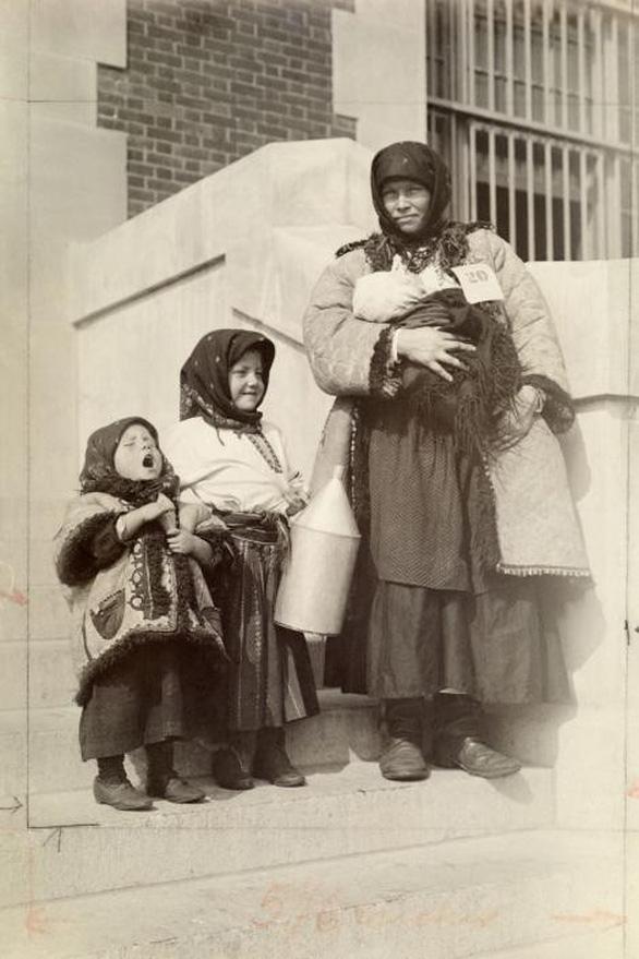 Ngày của mẹ: 100 năm hình ảnh người mẹ qua bộ ảnh xưa - Ảnh 14.