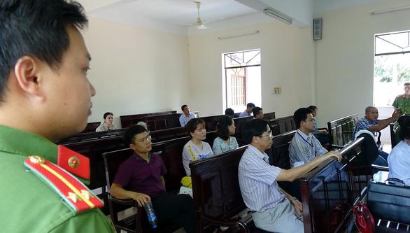Vẫn kết tội dâm ô, toà cho ông Nguyễn Khắc Thuỷ hưởng án treo - Ảnh 3.