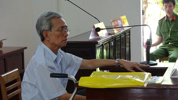 Vẫn kết tội dâm ô, toà cho ông Nguyễn Khắc Thuỷ hưởng án treo - Ảnh 1.