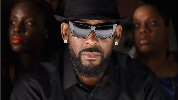 R. Kelly bị Spotify ngừng giới thiệu nhạc vì hành vi tình dục sai trái - Ảnh 1.