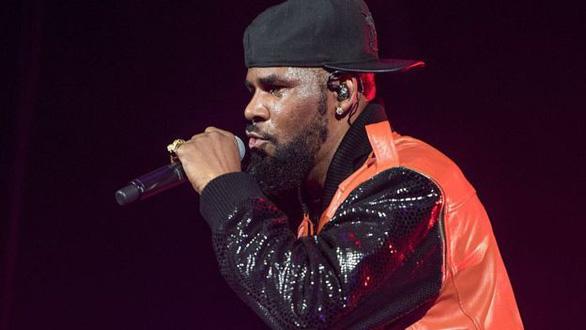 R. Kelly bị Spotify ngừng giới thiệu nhạc vì hành vi tình dục sai trái - Ảnh 3.