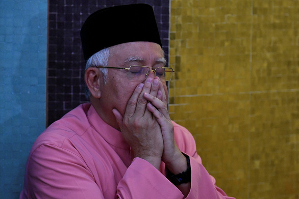 Cảnh sát Malaysia bố ráp nhà người thân cựu thủ tướng Najib - Ảnh 1.