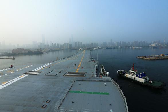 Trung Quốc thử nghiệm tàu sân bay tự đóng trên biển - Ảnh 4.