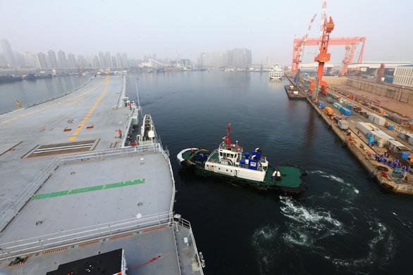 Trung Quốc thử nghiệm tàu sân bay tự đóng trên biển - Ảnh 2.