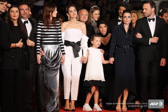 Phim Angel Face mà Lý Nhã Kỳ góp vốn bị chê ở Cannes - Ảnh 2.