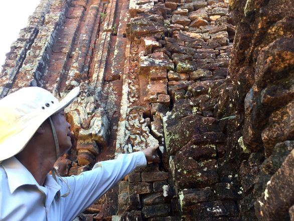 Tháp B3 Mỹ Sơn nghiêng trụ, nứt vỡ - không thể chậm trễ cứu - Ảnh 3.