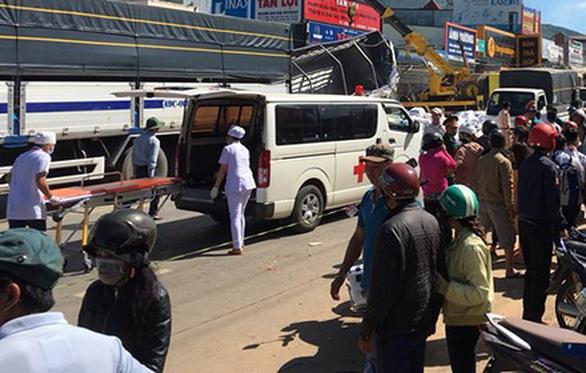 Xe tải tông hàng loạt xe trên quốc lộ 20, 5 người chết - Ảnh 6.