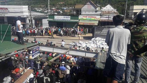 Xe tải tông hàng loạt xe trên quốc lộ 20, 5 người chết - Ảnh 8.