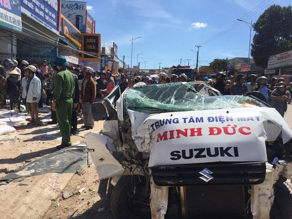 Xe tải tông hàng loạt xe trên quốc lộ 20, 5 người chết - Ảnh 4.