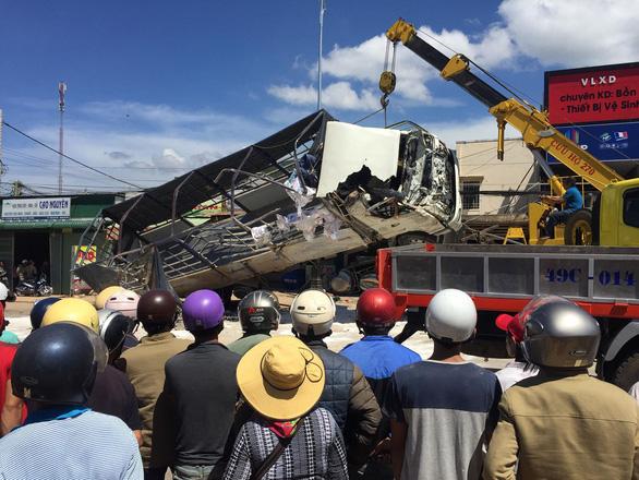 Xe tải tông hàng loạt xe trên quốc lộ 20, 5 người chết - Ảnh 9.