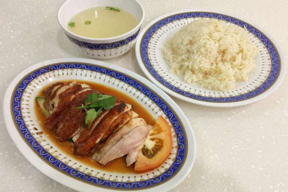 Người Singapore muốn mời hai ông Trump - Kim ăn cơm gà, cua xốt ớt... - Ảnh 2.