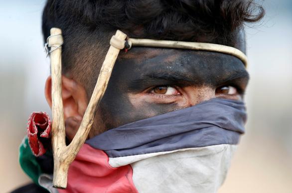 Gần giờ mở cửa sứ quán Mỹ, dân Palestine càng sôi sục căm giận - Ảnh 1.