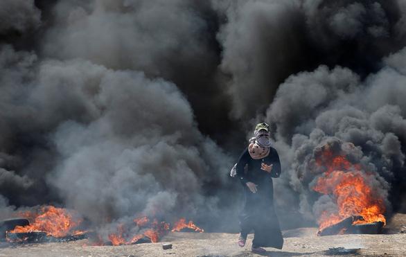 Gần giờ mở cửa sứ quán Mỹ, dân Palestine càng sôi sục căm giận - Ảnh 2.