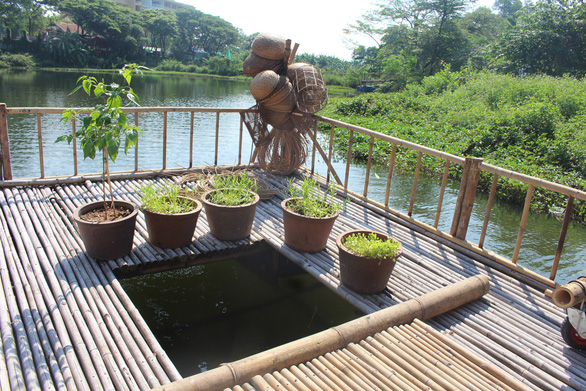 Nhà nổi thân thiện môi trường giữa hồ nước ĐH Quốc gia - Ảnh 4.