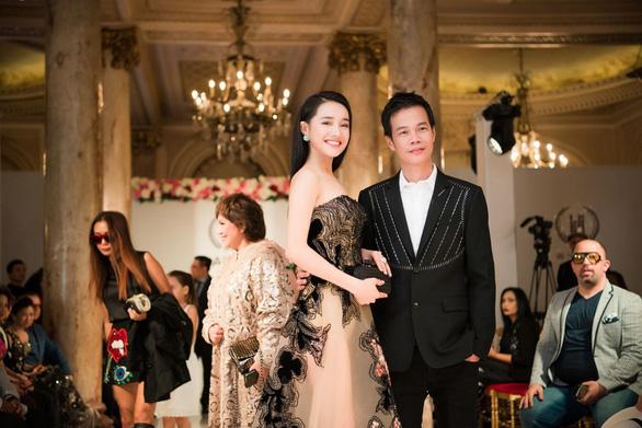Nhã Phương, Mỹ Linh, Vũ Ngọc Anh trình diễn váy dạ hội ở Cannes - Ảnh 11.