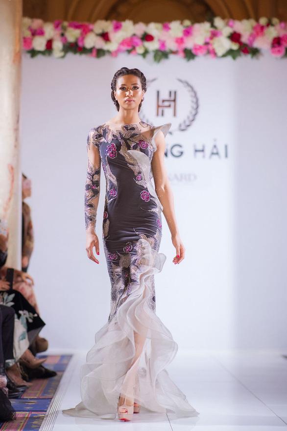 Nhã Phương, Mỹ Linh, Vũ Ngọc Anh trình diễn váy dạ hội ở Cannes - Ảnh 9.
