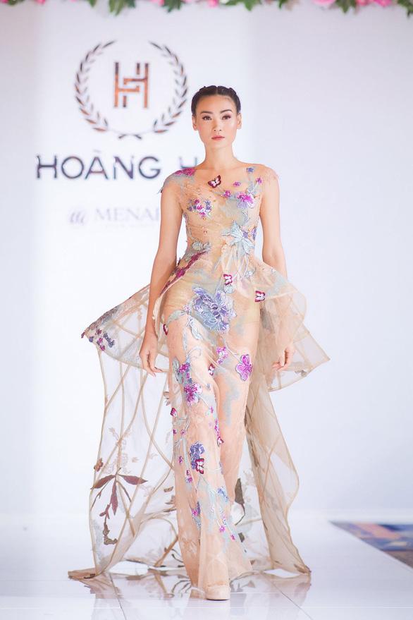 Nhã Phương, Mỹ Linh, Vũ Ngọc Anh trình diễn váy dạ hội ở Cannes - Ảnh 10.