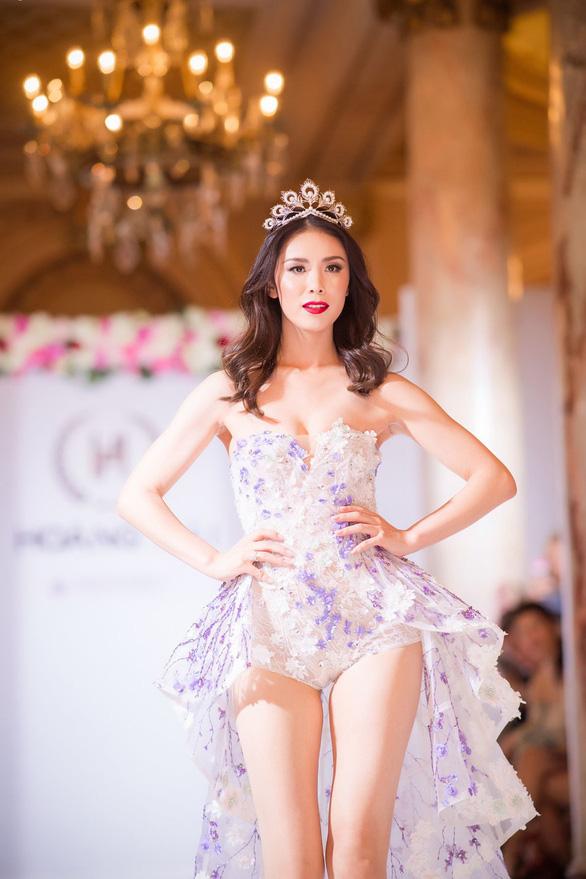 Nhã Phương, Mỹ Linh, Vũ Ngọc Anh trình diễn váy dạ hội ở Cannes - Ảnh 8.