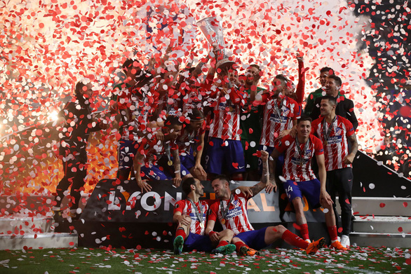 Atletico Madrid ăn mừng chức vô địch Europa League - Ảnh 2.