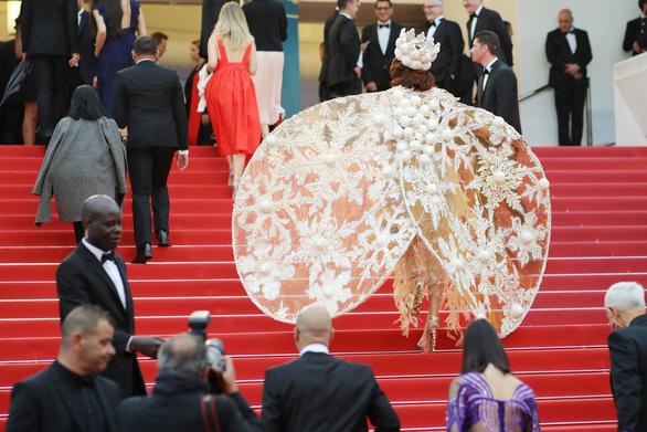 Thảm đỏ Cannes: Sân chơi của nhiều trò lố lẫn thông điệp thời sự - Ảnh 5.