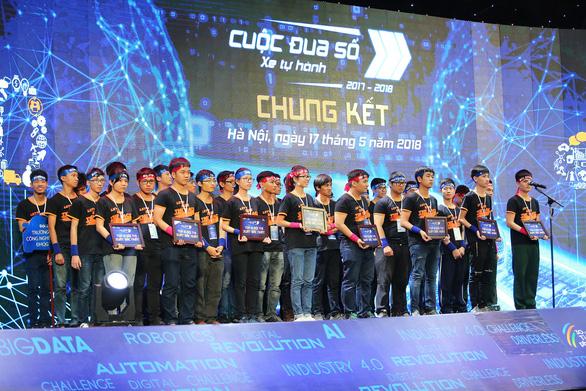 Trường ĐH Công nghệ vô địch cuộc thi lập trình xe tự hành - Ảnh 1.