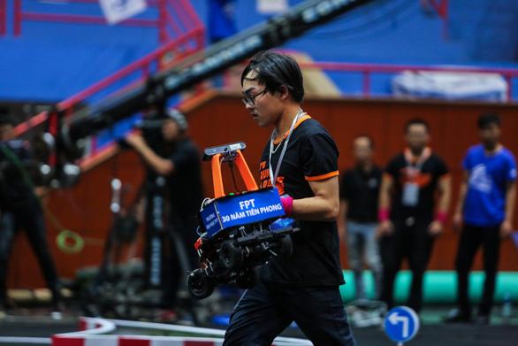 Trường ĐH Công nghệ vô địch cuộc thi lập trình xe tự hành - Ảnh 3.