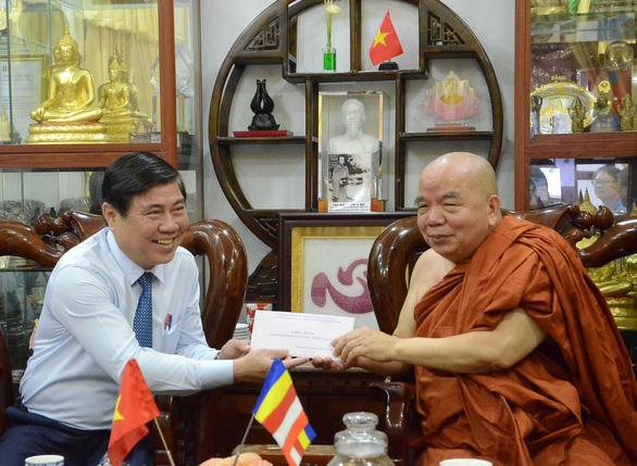Lãnh đạo TP.HCM thăm, chúc mừng đại lễ Phật đản các cơ sở tôn giáo - Ảnh 3.