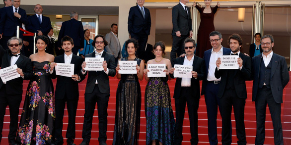 Thảm đỏ Cannes: Sân chơi của nhiều trò lố lẫn thông điệp thời sự - Ảnh 1.