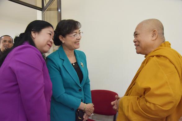 Lãnh đạo TP.HCM thăm, chúc mừng đại lễ Phật đản các cơ sở tôn giáo - Ảnh 4.