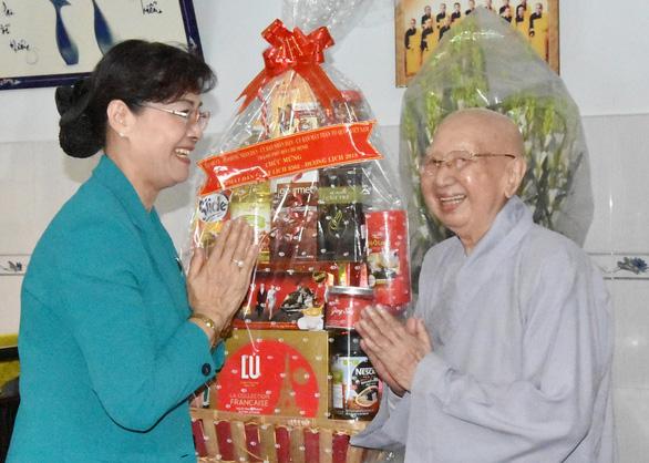 Lãnh đạo TP.HCM thăm, chúc mừng đại lễ Phật đản các cơ sở tôn giáo - Ảnh 5.