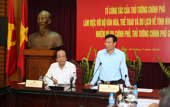 Khách Trung Quốc mặc áo lưỡi bò vào Việt Nam là hành vi có tổ chức - Ảnh 3.
