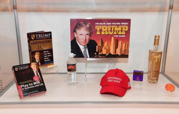 Tác phẩm của ông Trump được trưng bày ở Bảo tàng Thất bại  - Ảnh 1.