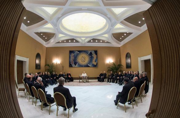 Tất cả giám mục ở Chile xin từ chức vì bê bối tình dục - Ảnh 2.