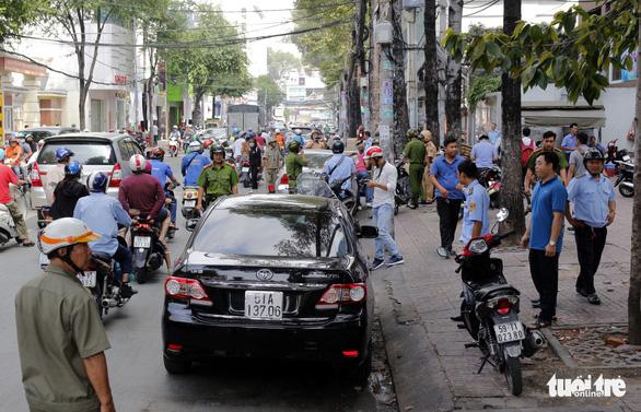 Phường trung tâm Sài Gòn dẹp vỉa hè sau thời gian im ắng - Ảnh 2.