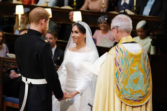 Những bức ảnh cảm động của đôi uyên ương hoàng gia trong thánh lễ - Ảnh 1.