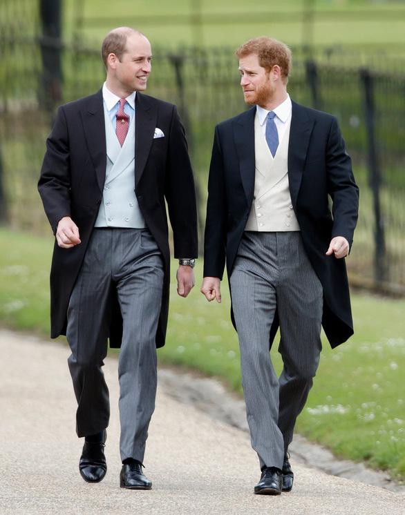 Mặc gì đi dự đám cưới Hoàng gia? - Ảnh 3.