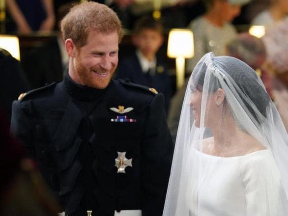 Những bức ảnh cảm động của đôi uyên ương hoàng gia trong thánh lễ - Ảnh 6.