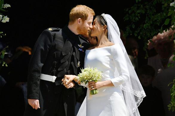 Những bức ảnh cảm động của đôi uyên ương hoàng gia trong thánh lễ - Ảnh 8.