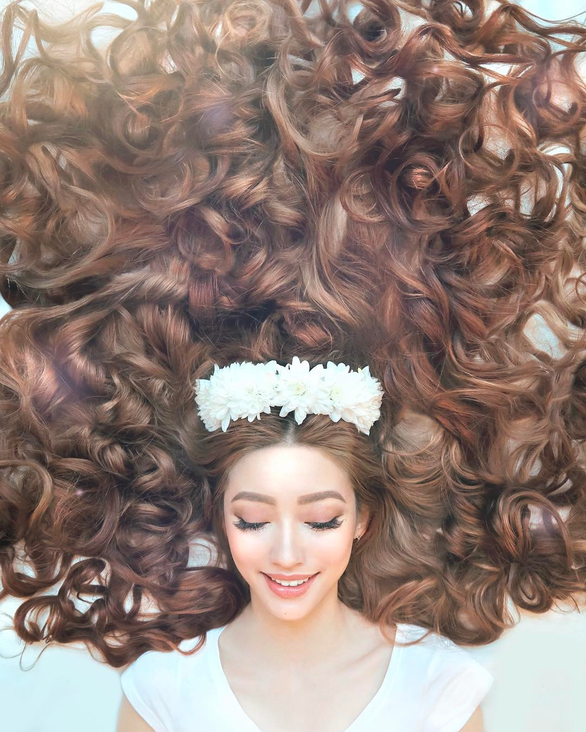Cô gái gốc Việt gây sốt vì mái tóc như Công chúa tóc mây - Ảnh 2.