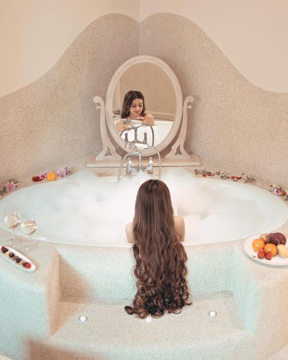 Cô gái gốc Việt gây sốt vì mái tóc như Công chúa tóc mây - Ảnh 9.