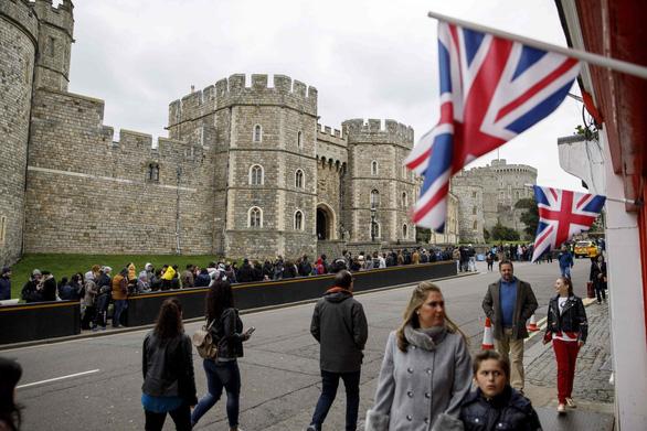 Đám cưới Hoàng tử Anh Harry sẽ tốn khoảng nửa triệu Euro - Ảnh 2.