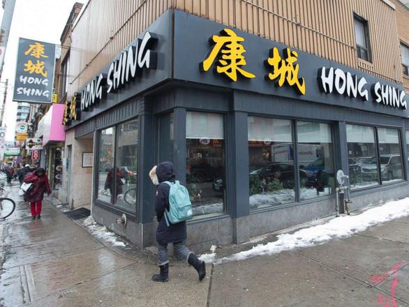 Bắt khách da màu trả tiền trước khi ăn, nhà hàng Trung Quốc bị phạt nặng - Ảnh 1.