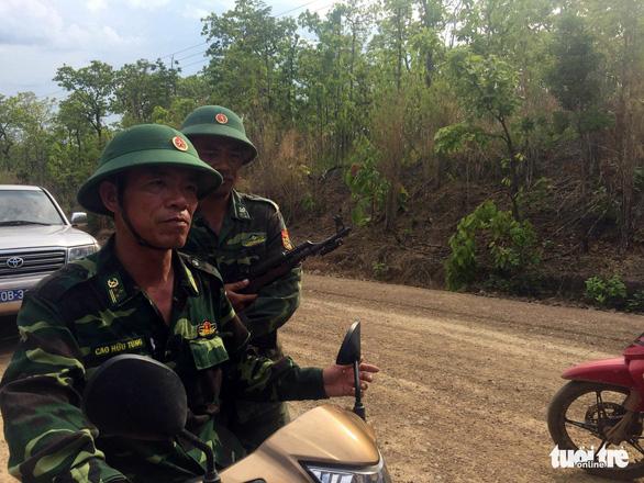 Đình chỉ công tác 4 sĩ quan không phát hiện xe gỗ của Phượng râu - Ảnh 2.